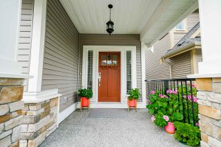 """Photo 3: 21071 78B Avenue in Langley: Willoughby Heights House for sale in """"Yorkson South"""" : MLS®# R2474012"""