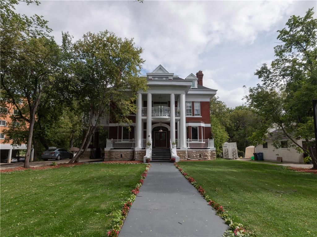 Gorgeous and grand exterior w beautiful columns.
