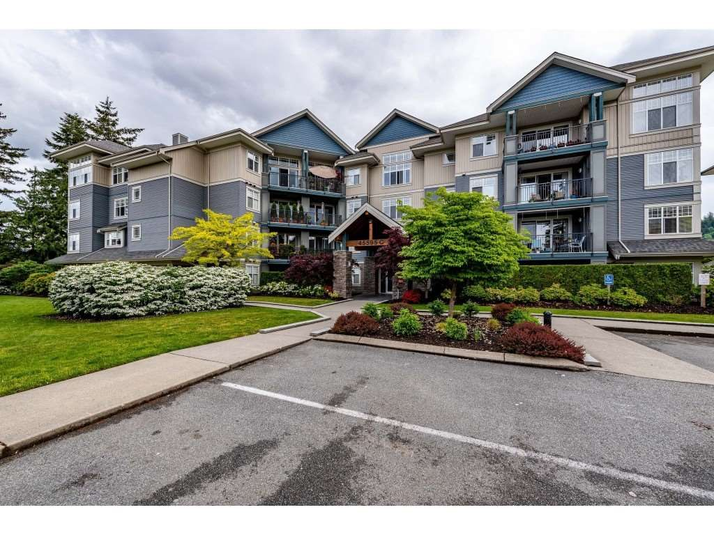 Main Photo: 406C 45595 TAMIHI Way in Chilliwack: Vedder S Watson-Promontory Condo for sale (Sardis)  : MLS®# R2455728
