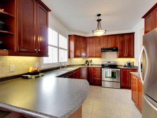 Photo 6: Photos: 10 Stephensbrook Circle in Whitchurch-Stouffville: Stouffville House (2-Storey) for sale : MLS®# N4160191