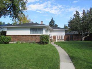 Photo 1: 76 HANOVER Road SW in Calgary: Haysboro House for sale : MLS®# C4031731