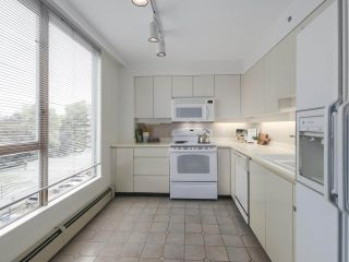 """Photo 8: 504 2108 W 38TH Avenue in Vancouver: Kerrisdale Condo for sale in """"The Wilshire"""" (Vancouver West)  : MLS®# R2400833"""