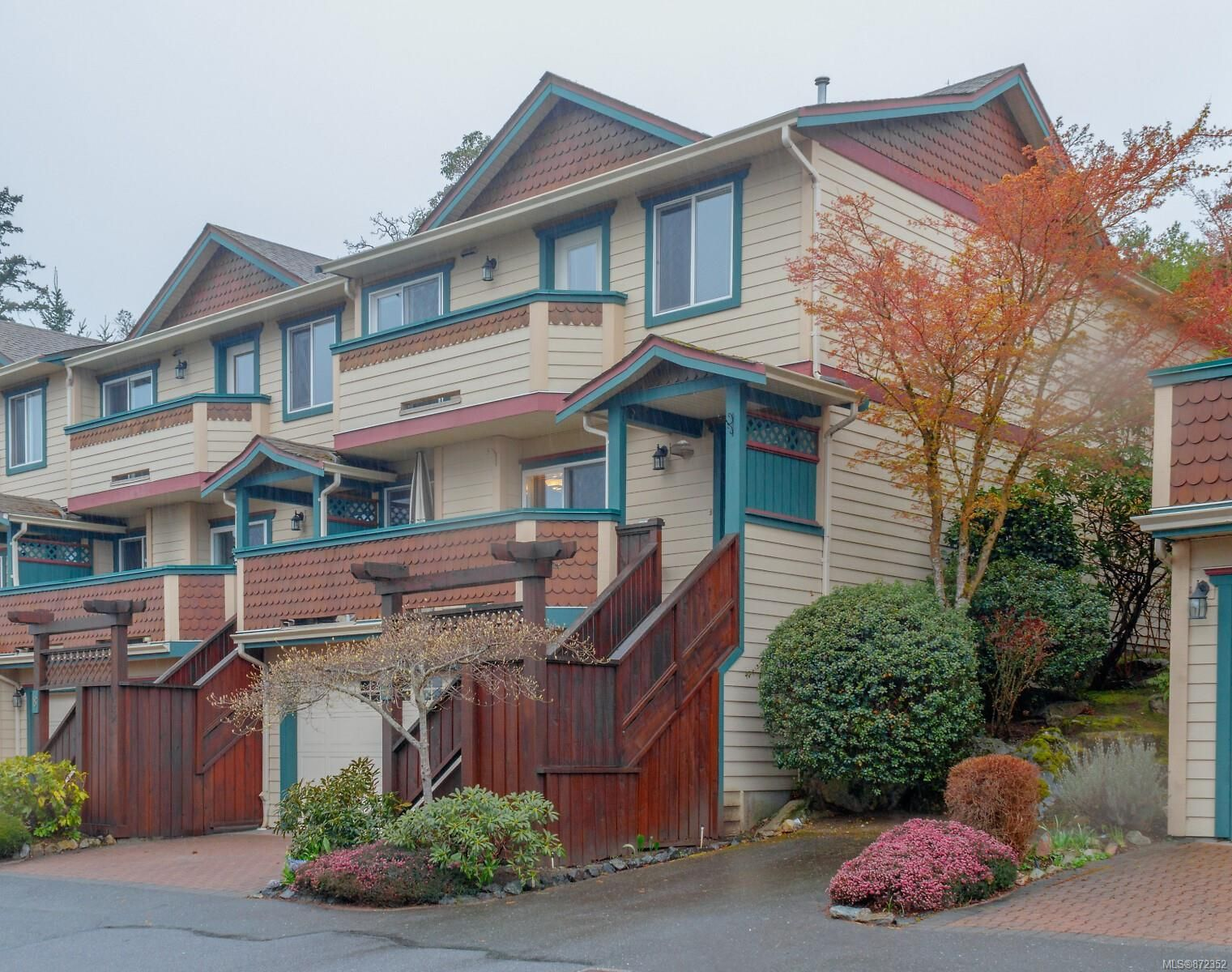 Main Photo: 9 106 Aldersmith Pl in View Royal: VR Glentana Row/Townhouse for sale : MLS®# 872352