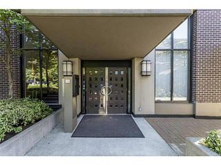 """Photo 2: 1804 151 W 2ND Street in North Vancouver: Lower Lonsdale Condo for sale in """"SKY"""" : MLS®# R2030955"""
