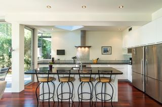 Photo 2: 1008 W KEITH Road in North Vancouver: Pemberton Heights House for sale : MLS®# R2344998