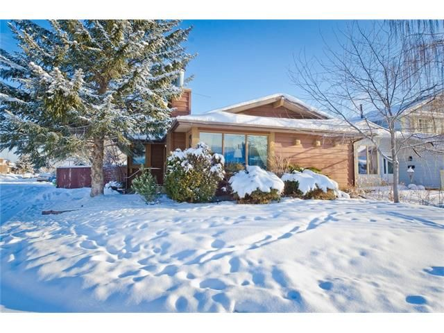 Main Photo: 203 SHAWCLIFFE Circle SW in Calgary: Shawnessy House for sale : MLS®# C4089636