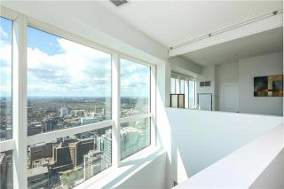 Photo 2: 386 Yonge St Unit #5711 in Toronto: Bay Street Corridor Condo for sale (Toronto C01)  : MLS®# C3611063