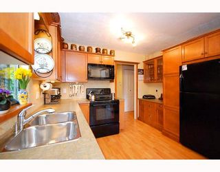 """Photo 9: 5745 MAYVIEW Circle in Burnaby: Burnaby Lake Townhouse for sale in """"ONE ARBOR LANE"""" (Burnaby South)  : MLS®# V645209"""