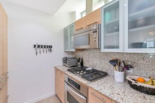 Photo 10: 704 66 Songhees Rd in : VW Songhees Condo for sale (Victoria West)  : MLS®# 867346