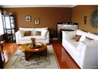Photo 3:  in VICTORIA: SE Cadboro Bay House for sale (Saanich East)  : MLS®# 398222