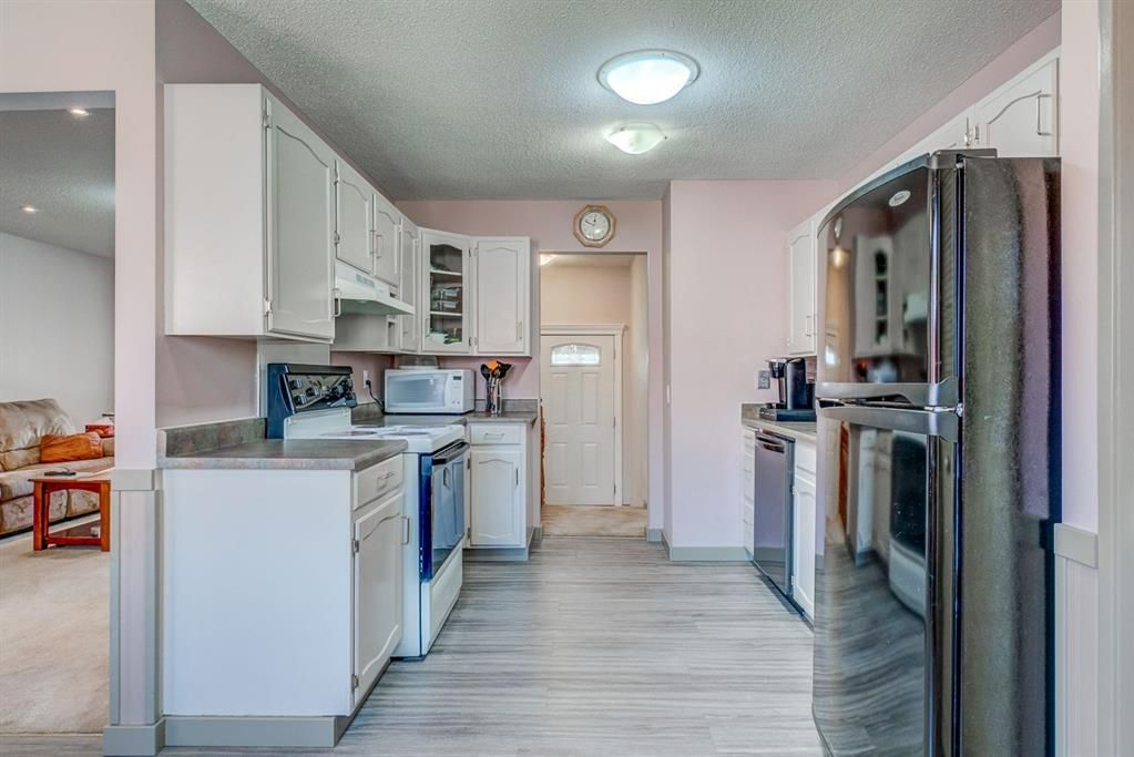 Photo 8: Photos: 499 Canterbury Drive SW in Calgary: Canyon Meadows Detached for sale : MLS®# A1107365