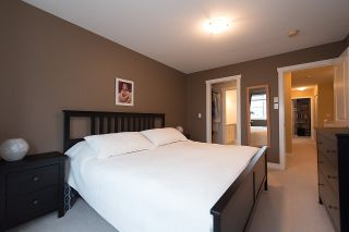 """Photo 12: 24 6555 192A Street in Surrey: Clayton Townhouse for sale in """"THE CARLISLE"""" (Cloverdale)  : MLS®# R2030709"""