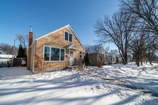 Photo 1: 432 CENTENNIAL Street in Winnipeg: River Heights North Residential for sale (1C)  : MLS®# 202102305