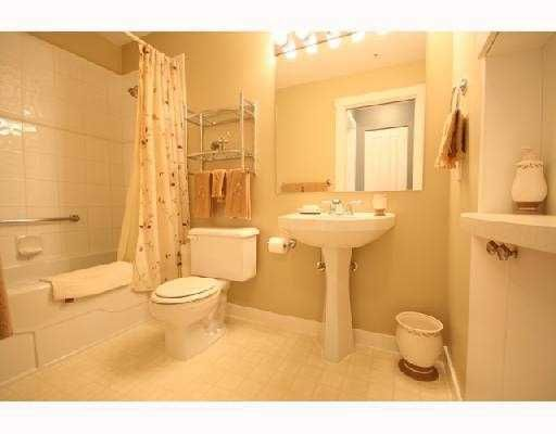 """Photo 8: Photos: 408 1438 PARKWAY Boulevard in Coquitlam: Westwood Plateau Condo for sale in """"THE MONTREUX"""" : MLS®# V733478"""