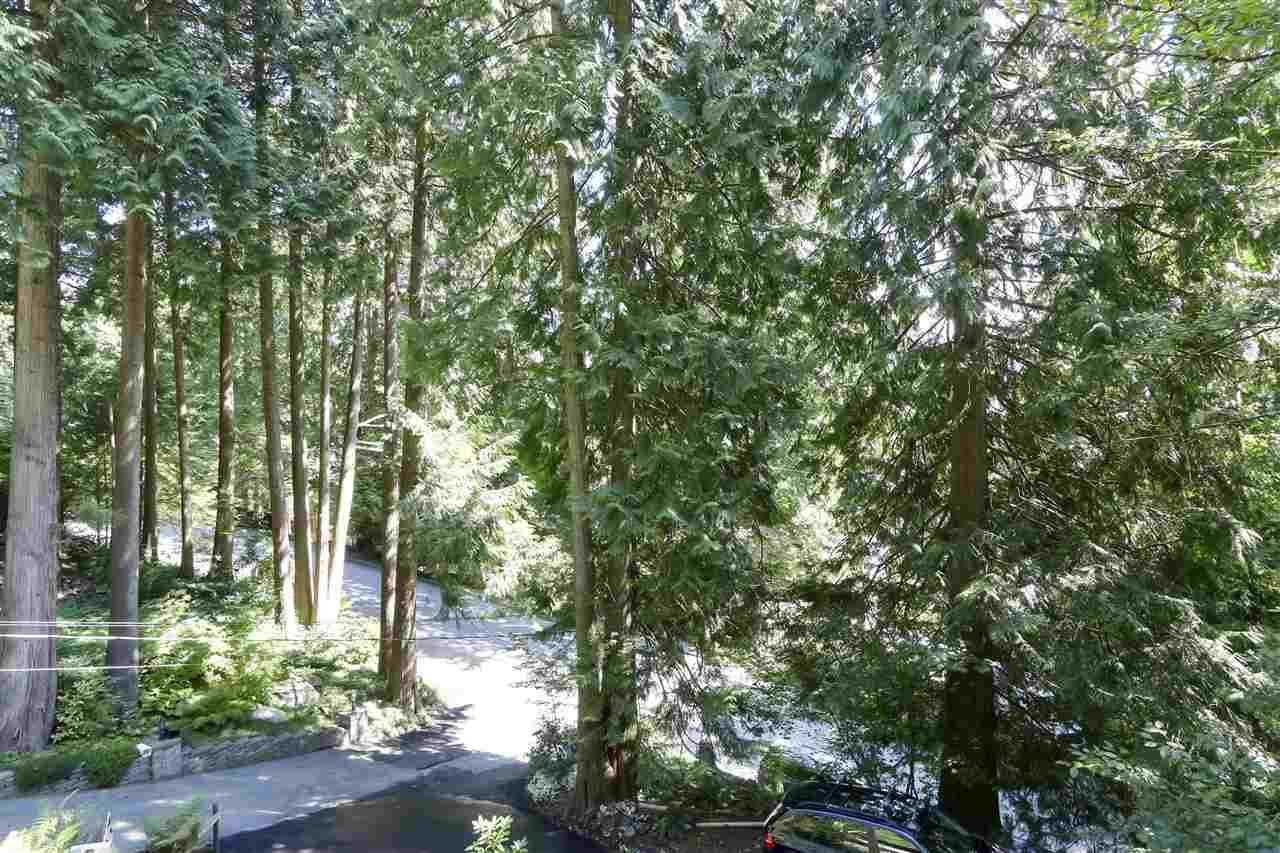 """Photo 10: Photos: 4727 MOUNTAIN Highway in North Vancouver: Lynn Valley House for sale in """"Upper Lynn"""" : MLS®# R2491401"""