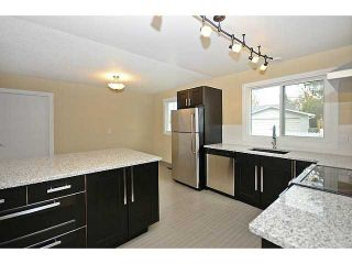 Photo 3: 10 BLACKTHORN Place NE in CALGARY: Thorncliffe Residential Detached Single Family for sale (Calgary)  : MLS®# C3591166