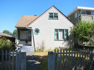 Photo 1: 2315 E 5TH Avenue in Vancouver: Grandview VE House for sale (Vancouver East)  : MLS®# R2200122