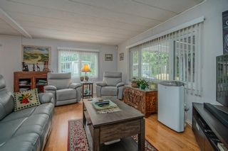 """Photo 2: 1 6280 KING GEORGE Boulevard in Surrey: Sullivan Station Manufactured Home for sale in """"White Oak Park"""" : MLS®# R2608033"""
