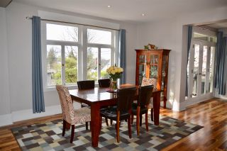 Photo 4: 402 LYON Place in North Vancouver: Central Lonsdale House for sale : MLS®# R2356670