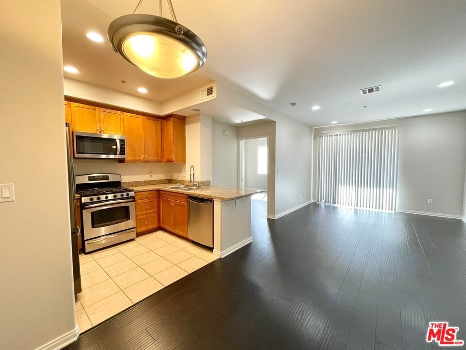 Main Photo: 360 W Avenue 26 Unit #125 in Los Angeles: Residential Lease for sale (677 - Lincoln Hts)  : MLS®# 21783116