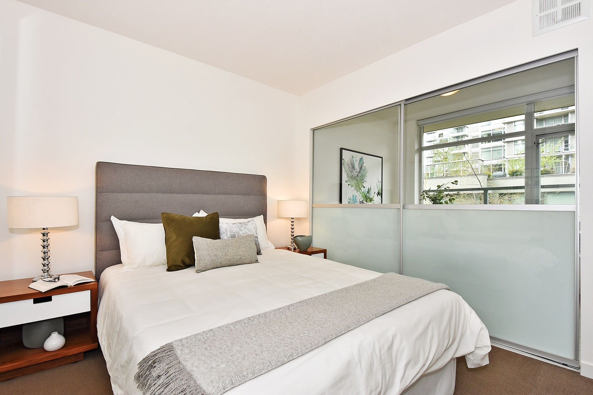 """Photo 12: Photos: 306 138 W 1ST Avenue in Vancouver: False Creek Condo for sale in """"WALL CENTRE FALSE CREEK"""" (Vancouver West)  : MLS®# R2360592"""