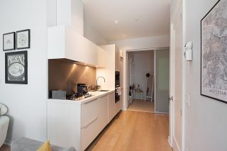 """Photo 7: 11 WALTER HARDWICK Avenue in Vancouver: False Creek Townhouse for sale in """"Kayak"""" (Vancouver West)  : MLS®# R2571642"""