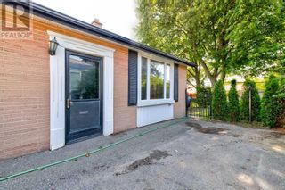 Photo 2: 516 BELLAMY RD N in Toronto: House for sale : MLS®# E5369210