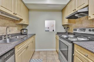 """Photo 7: 10524 HOLLY PARK Lane in Surrey: Guildford Townhouse for sale in """"Holly Park Lane"""" (North Surrey)  : MLS®# R2615553"""