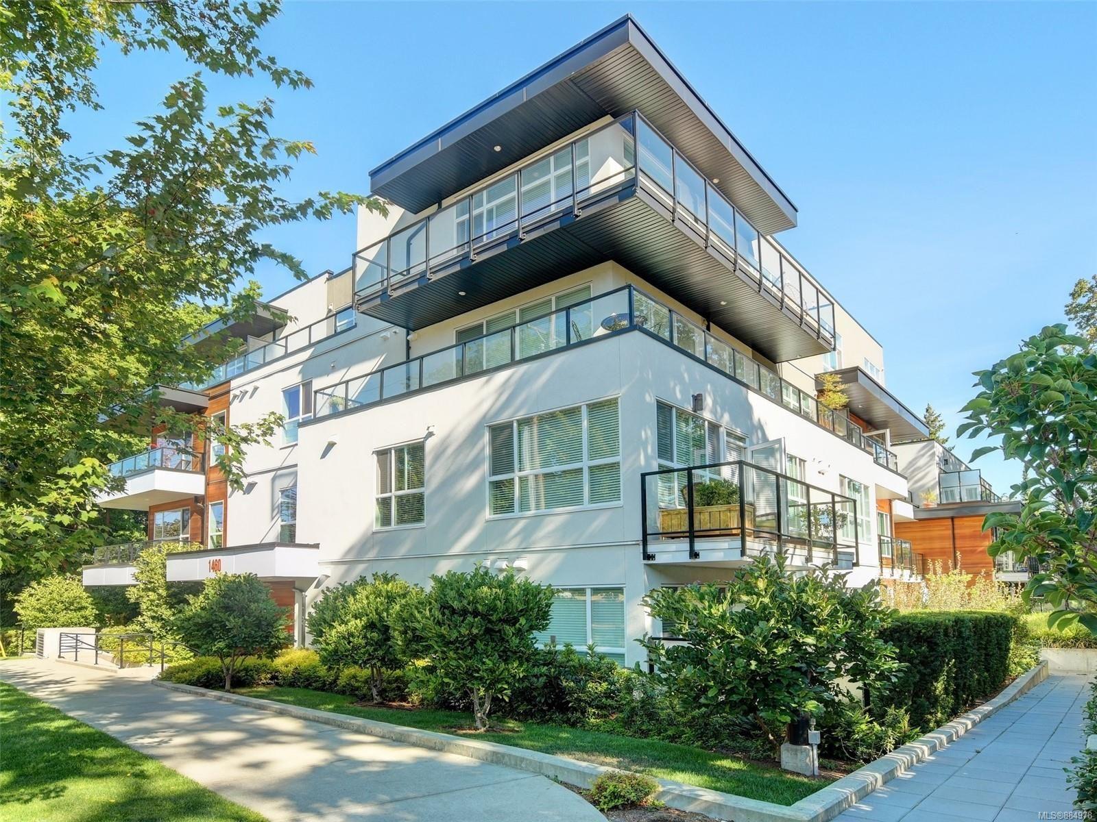 Main Photo: 401 1460 Pandora Ave in Victoria: Vi Fernwood Condo for sale : MLS®# 884978