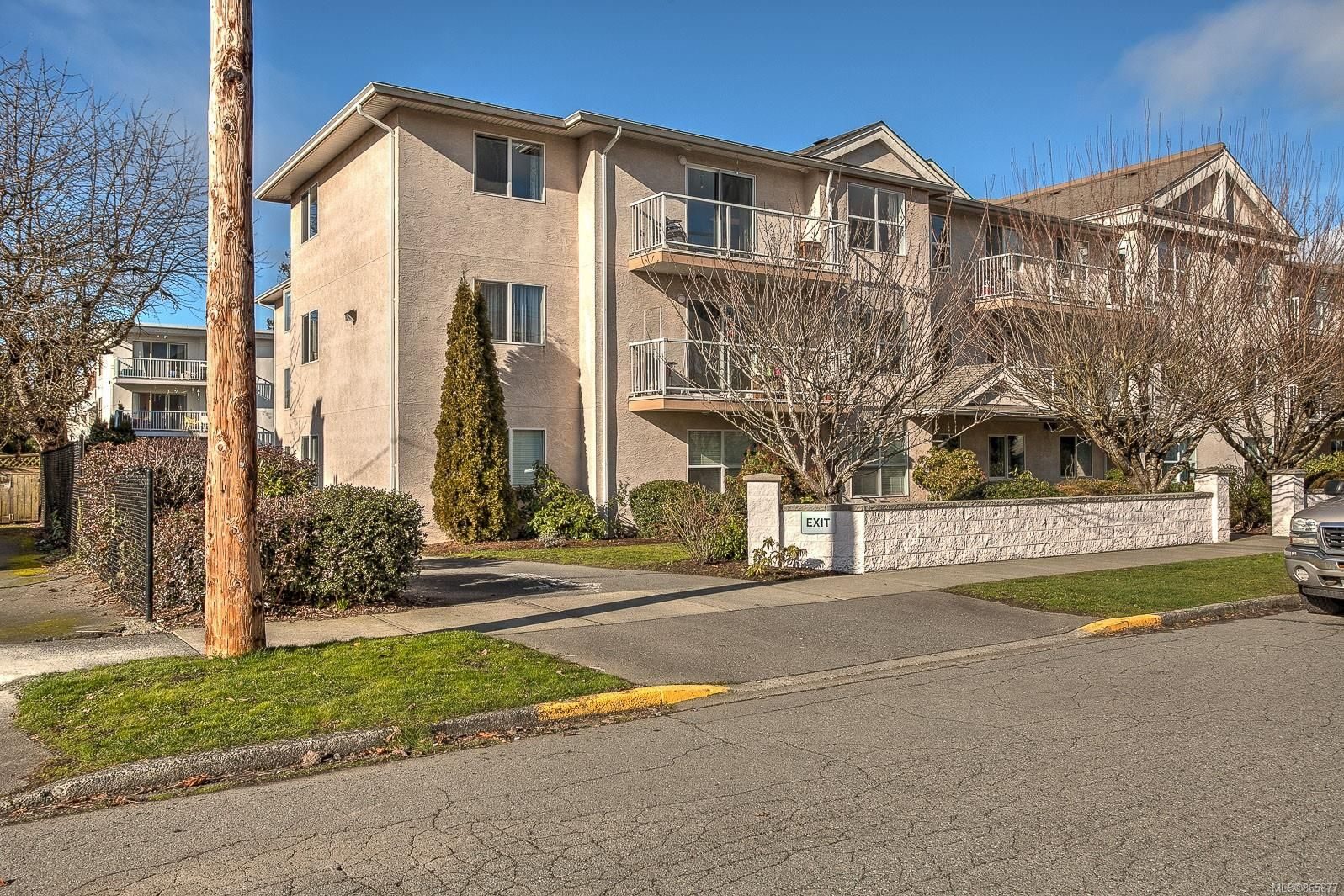 Main Photo: 304 321 McKinstry Rd in : Du East Duncan Condo for sale (Duncan)  : MLS®# 865877