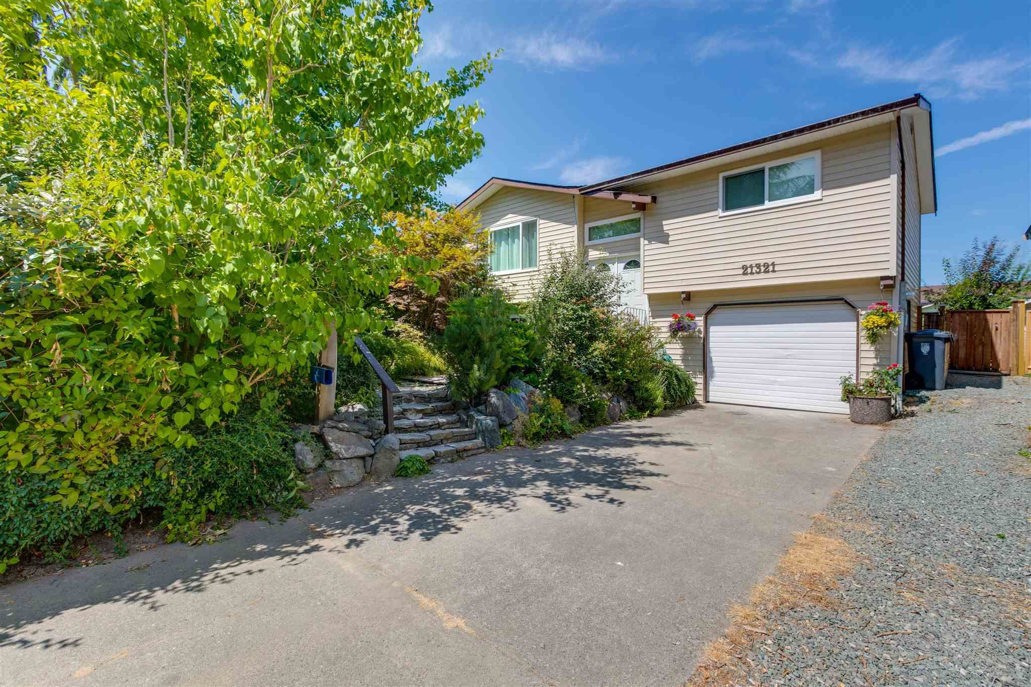 Main Photo: 21321 91B Avenue in Langley: Walnut Grove House for sale : MLS®# R2606673