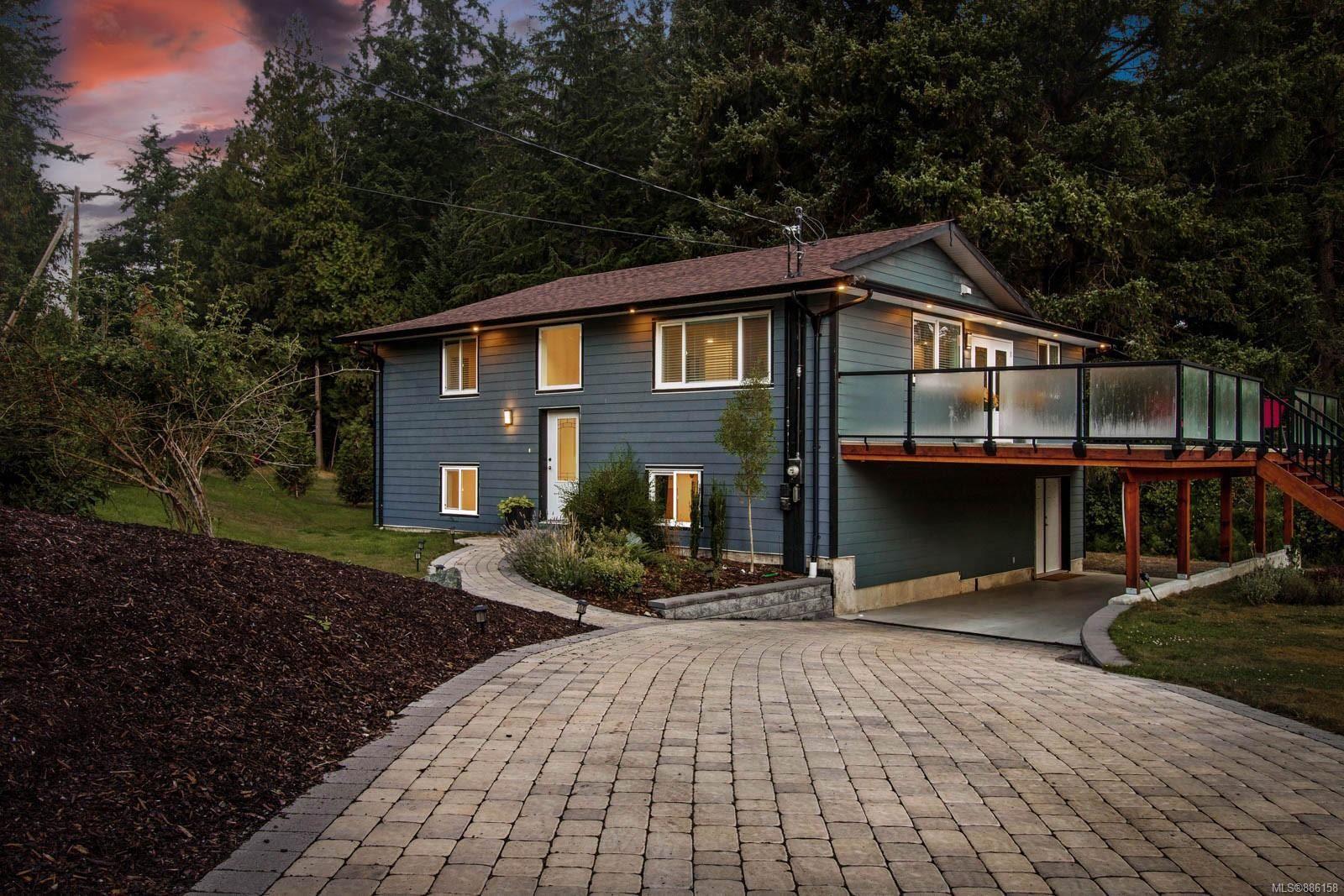 Main Photo: 1800 Greenwood Cres in : CV Comox Peninsula House for sale (Comox Valley)  : MLS®# 886158