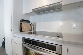 """Photo 3: 1012 668 COLUMBIA Street in New Westminster: Quay Condo for sale in """"TRAPP + HOLBROOK"""" : MLS®# R2137000"""