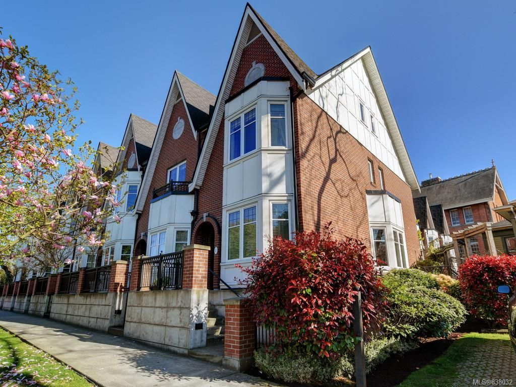 Main Photo: 1 675 Superior St in Victoria: Vi James Bay Row/Townhouse for sale : MLS®# 838032