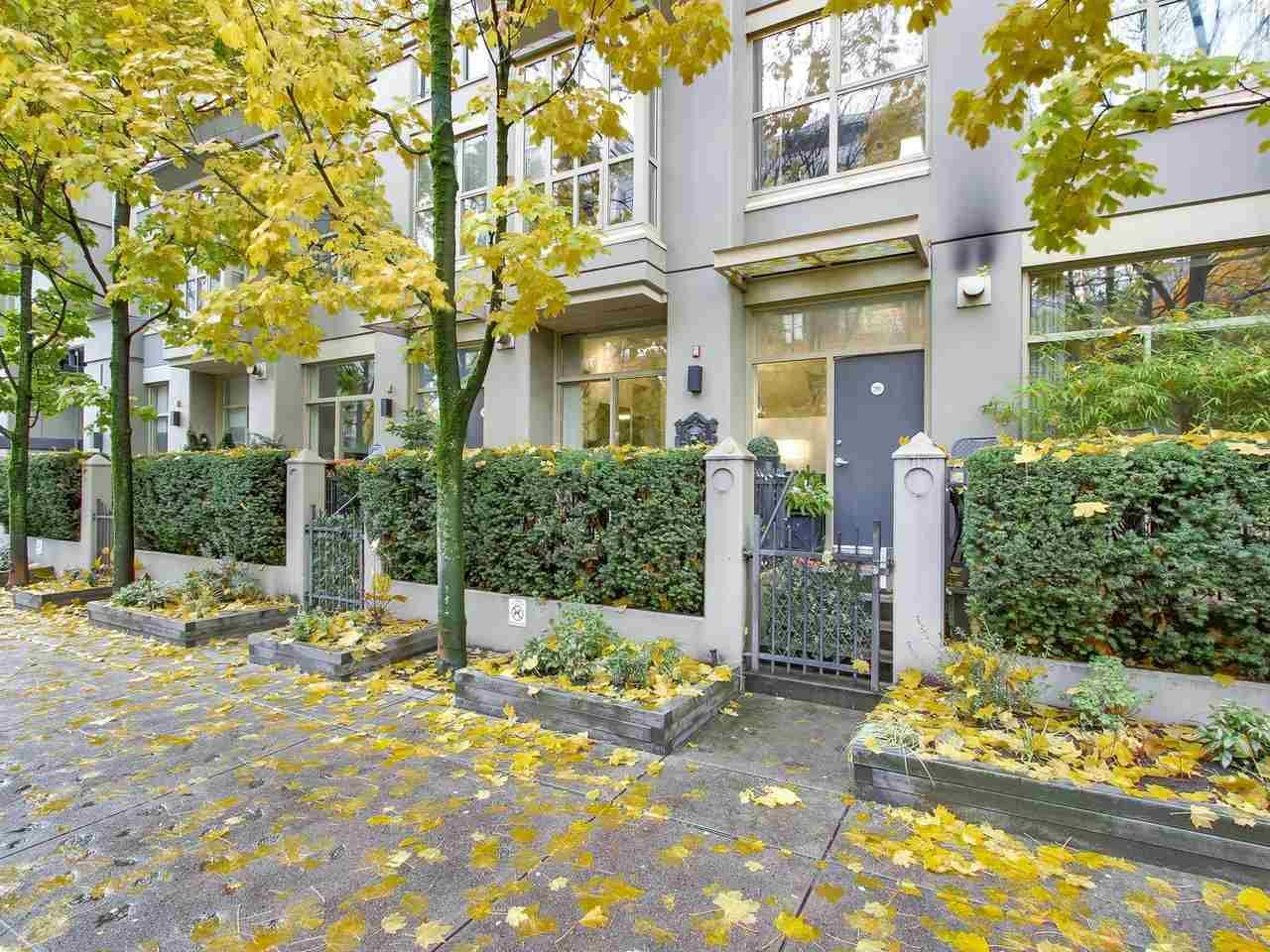 Main Photo: 983 RICHARDS STREET in : Downtown VW Townhouse for sale : MLS®# R2223313
