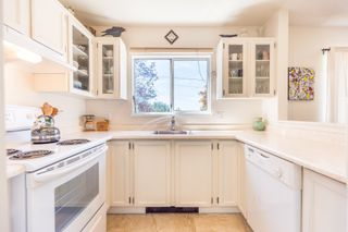 Photo 1: 3 112 ST. ANDREWS Avenue in North Vancouver: Lower Lonsdale Townhouse for sale : MLS®# R2609841