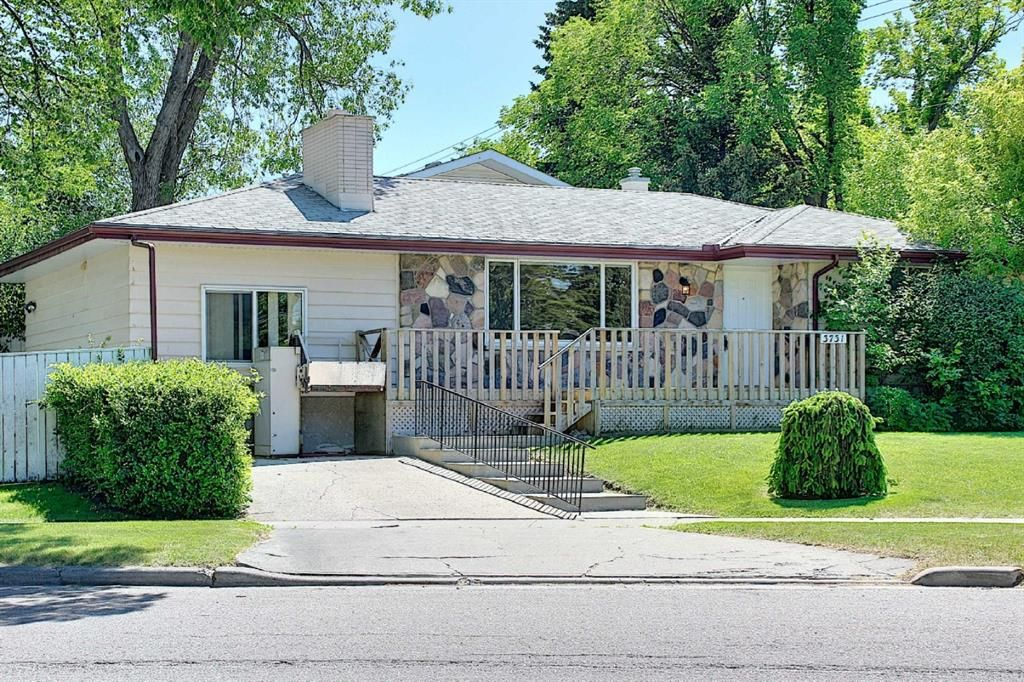 Main Photo: 3731 Varsity Drive NW in Calgary: Varsity Detached for sale : MLS®# A1120004