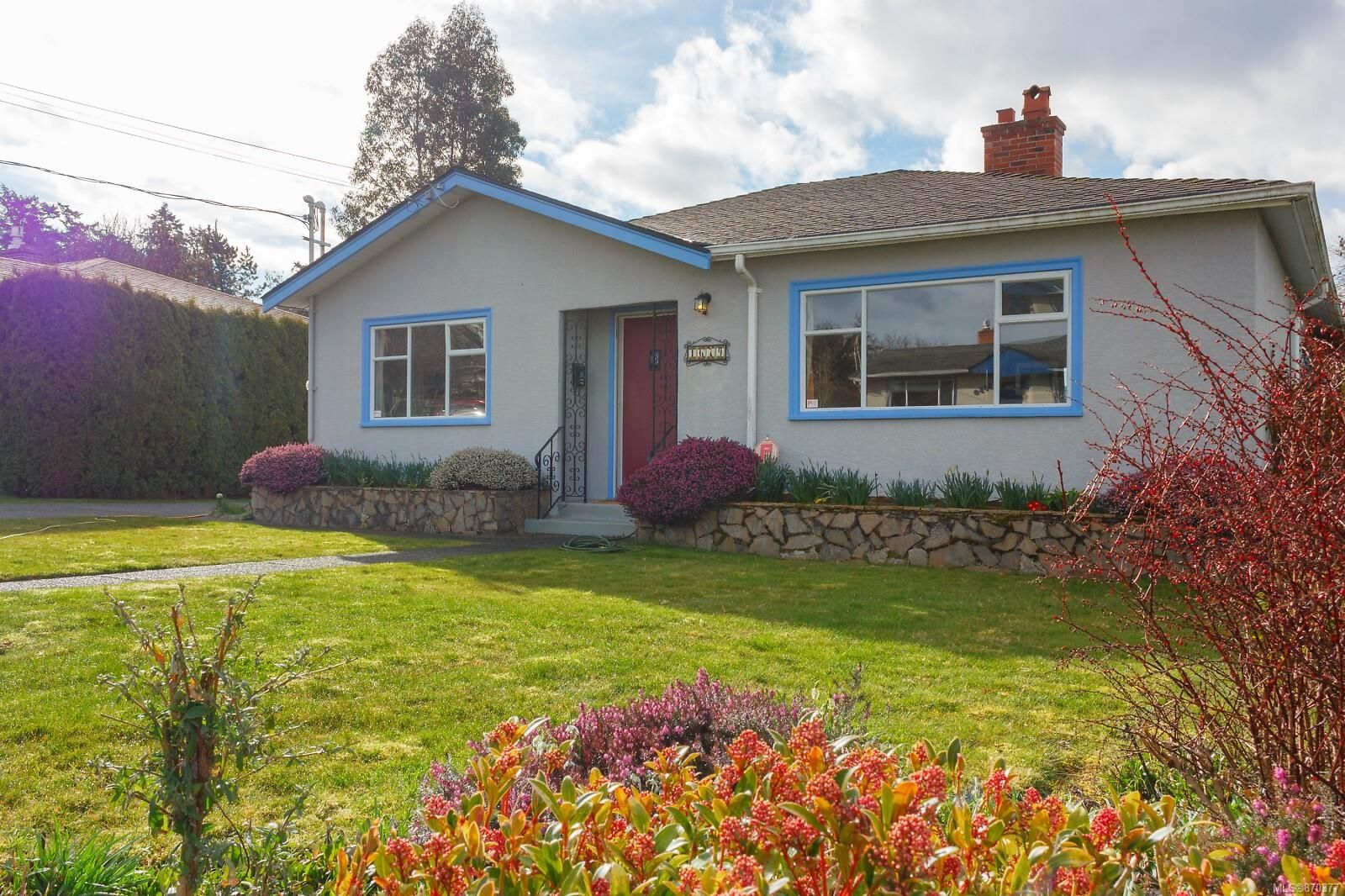 Main Photo: 1679 Derby Rd in Saanich: SE Mt Tolmie House for sale (Saanich East)  : MLS®# 870377
