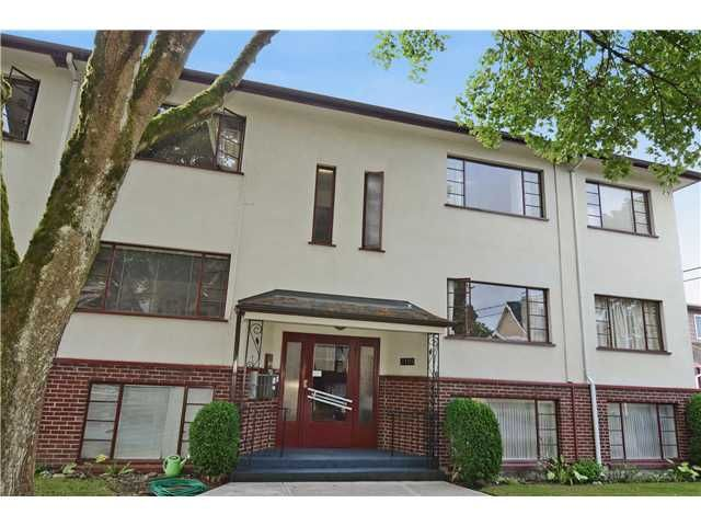 """Main Photo: 4 2110 W 47TH Avenue in Vancouver: Kerrisdale Condo for sale in """"BOULEVARD APARTMENTS"""" (Vancouver West)  : MLS®# V1025864"""
