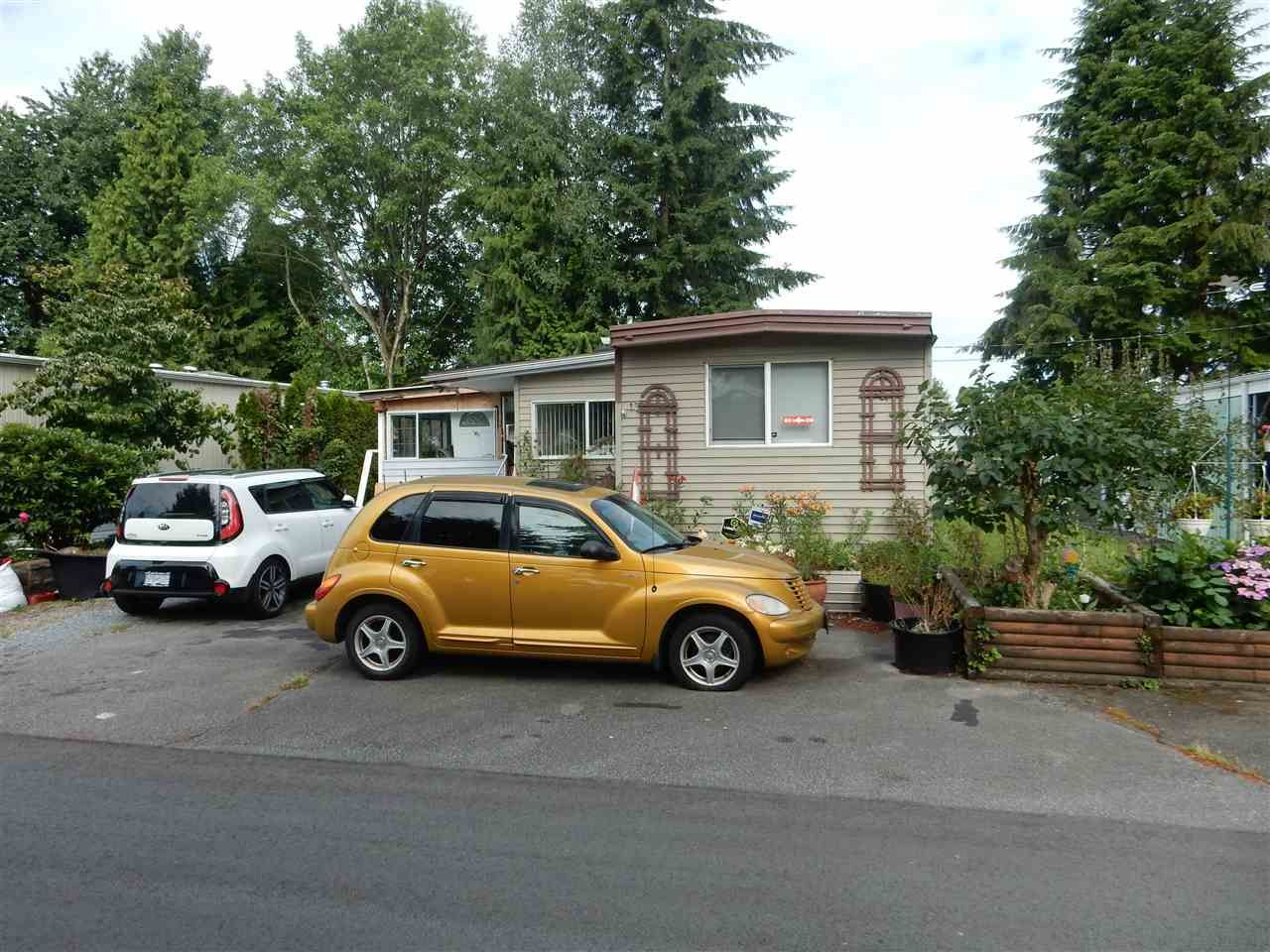 """Main Photo: 15 15820 FRASER Highway in Surrey: Fleetwood Tynehead Manufactured Home for sale in """"Greentree Estates"""" : MLS®# R2088242"""
