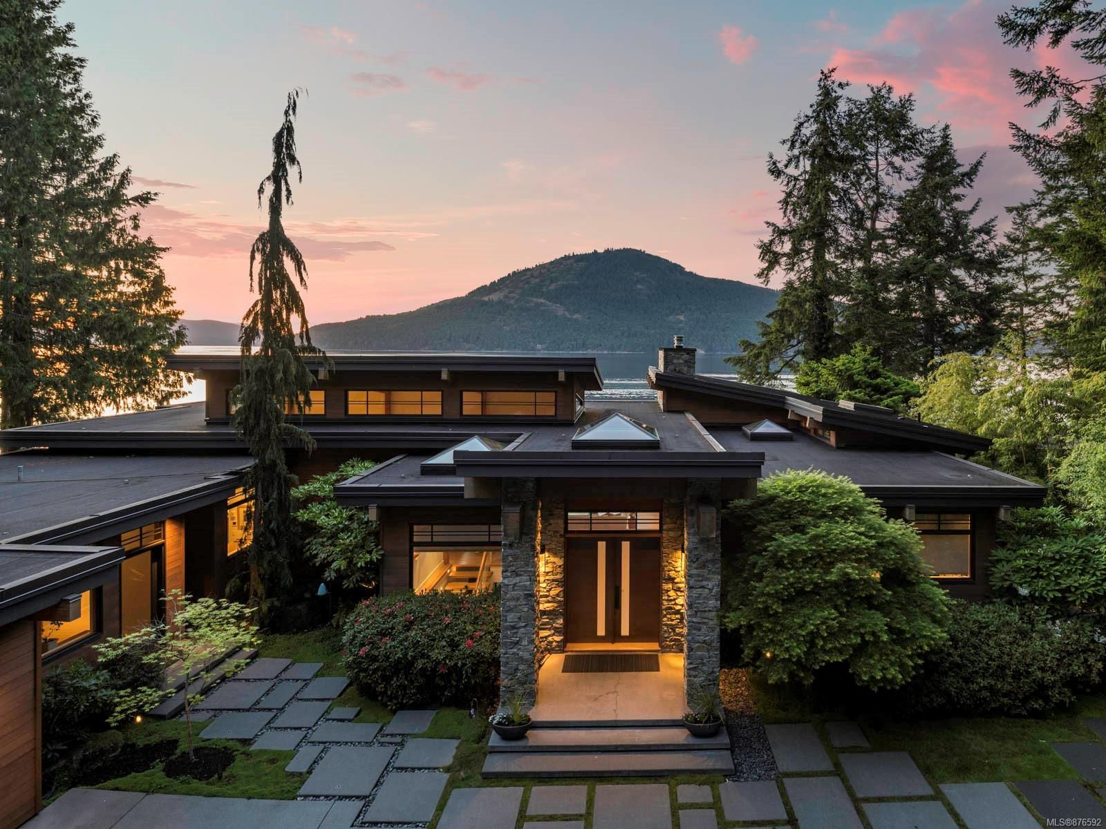 Main Photo: 702 Lands End Rd in : NS Lands End House for sale (North Saanich)  : MLS®# 876592