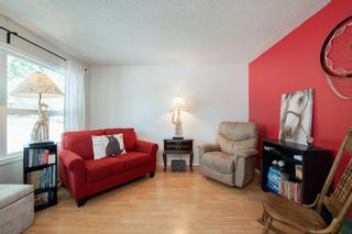 Photo 10: 332 Queenston Heights SE in Calgary: Queensland Row/Townhouse for sale : MLS®# A1114442