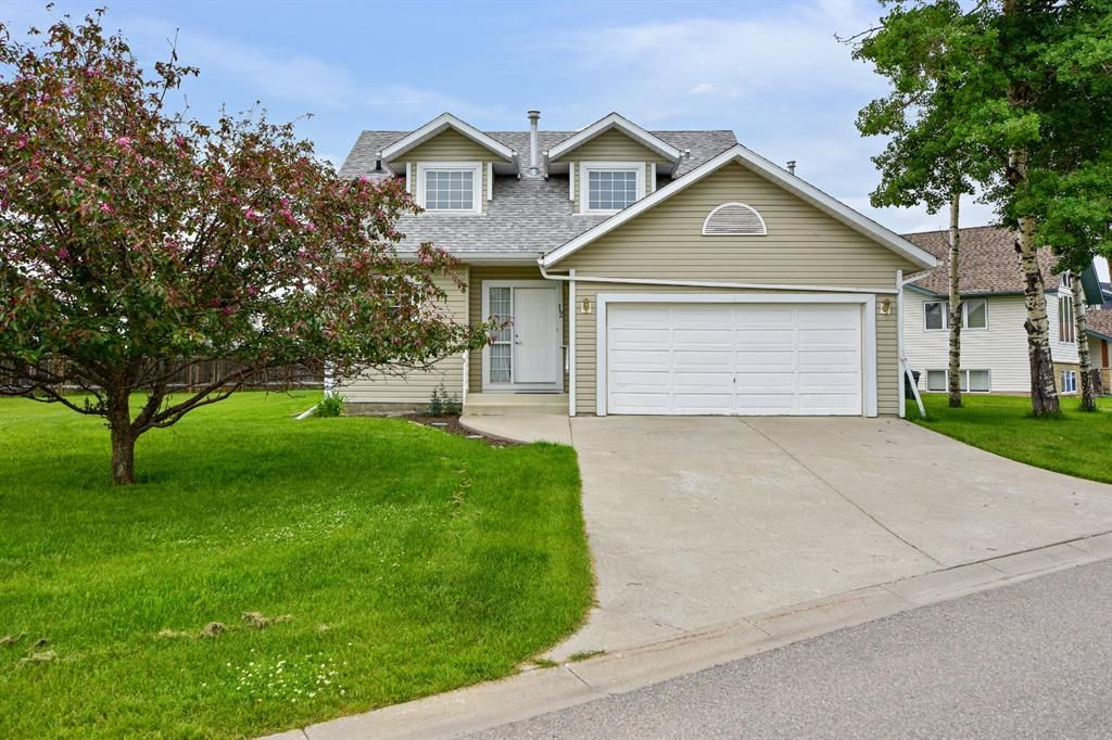 Main Photo: 12 Edengrove Close NW: Sundre Detached for sale : MLS®# A1010731