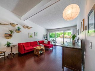 """Photo 10: 412 2333 TRIUMPH Street in Vancouver: Hastings Condo for sale in """"LANDMARK MONTEREY"""" (Vancouver East)  : MLS®# R2582065"""
