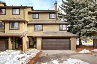 Photo 1: 14 Glamis Gardens SW in Calgary: Glamorgan Row/Townhouse for sale : MLS®# A1076786