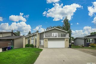 Photo 1: 327 Whiteswan Drive in Saskatoon: Lawson Heights Residential for sale : MLS®# SK870005