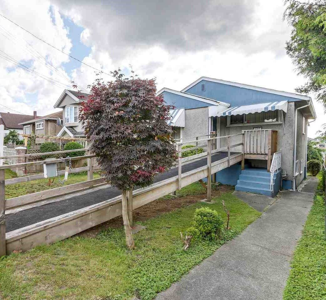 """Main Photo: 4281 VICTORIA Drive in Vancouver: Victoria VE House for sale in """"CEDAR COTTAGE"""" (Vancouver East)  : MLS®# R2151080"""
