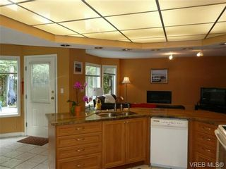 Photo 9: 885 Maltwood Terr in VICTORIA: SE Broadmead House for sale (Saanich East)  : MLS®# 711299