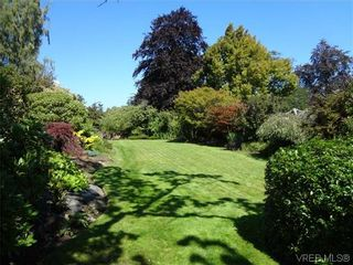 Photo 4: 3220 BEACH Drive in VICTORIA: OB Uplands Residential for sale (Oak Bay)  : MLS®# 313381