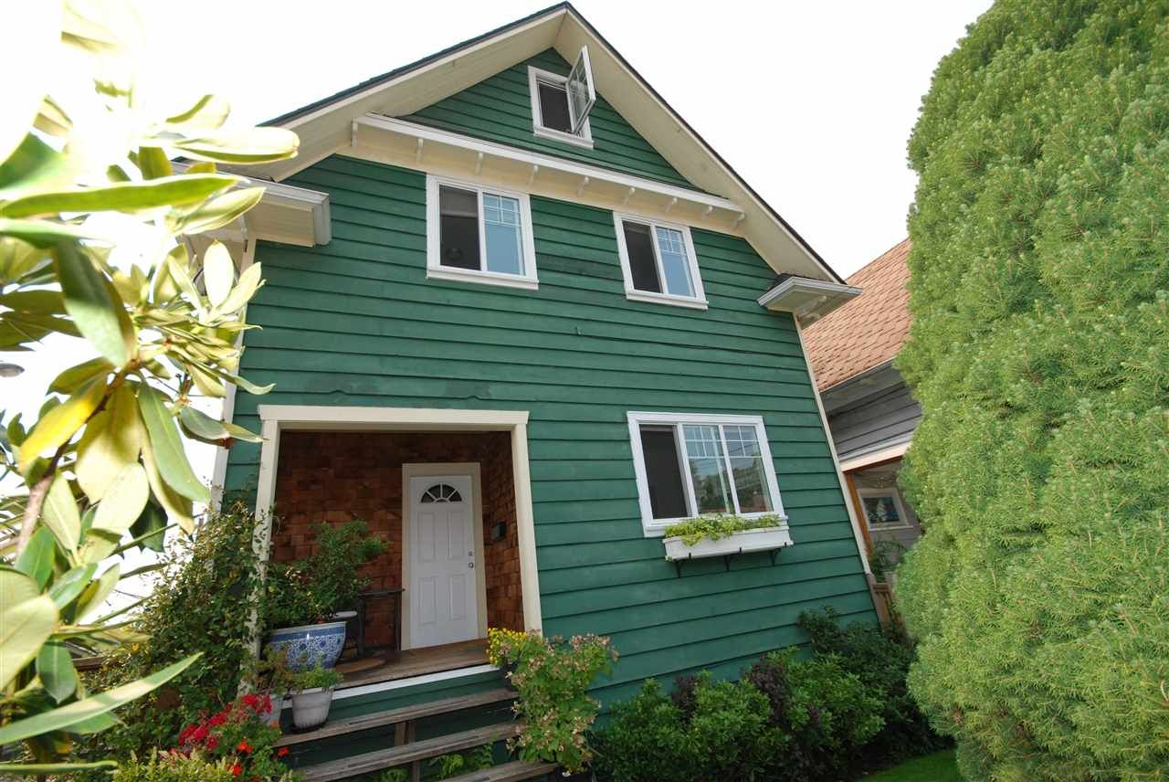 Main Photo: 1921 LAKEWOOD DRIVE in Vancouver: Grandview VE House for sale (Vancouver East)  : MLS®# R2195198